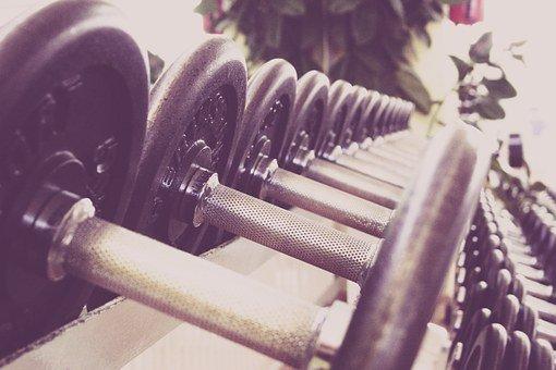 Ejercicio saludable pesas