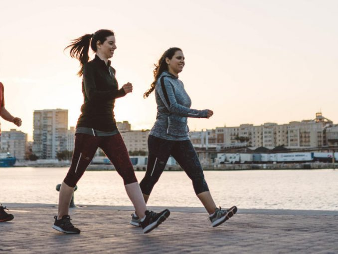 Beneficios de caminar rápido