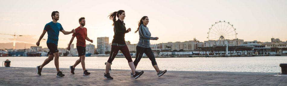 personas-caminando-rapido