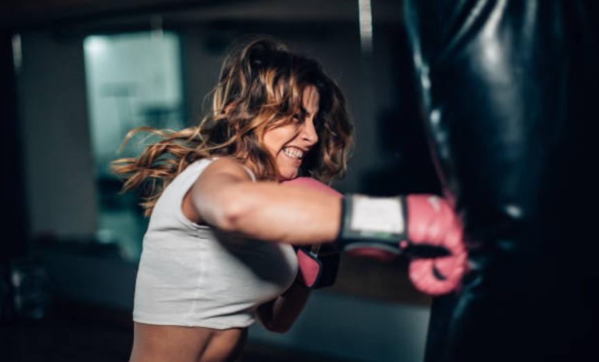 practicando boxeo en casa
